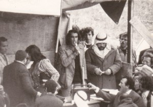 محمد كيوان , من مؤسسي حركة أبناء البلد , يخطب في الجمهور اثناء تشييع جثمان الشاعر راشد حسين في مسقط رأسه قرية مصمص