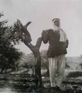 شعيد نعامنة ٬ من أهالي قرية عرابة في الجليل ٬ صاحب حقل زيتون ٠ في ٣١ آذار 1976 ، غداة يوم الأرض حضرت مصفعات الى حقل الزيتون ، واجرت المصفحات مناورة واقتلعت سبعة عشرة شجرة زيتون