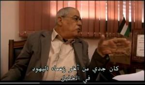 حاييم هانيجبي في مكتب رئيس بلدية الخليل